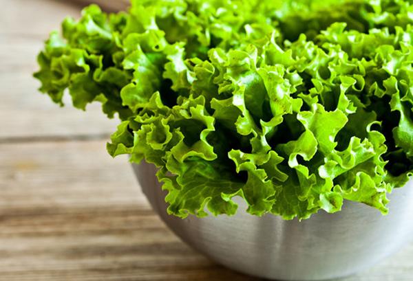 Салат в чашке