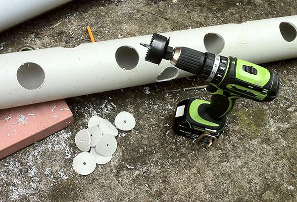 Подготовка трубы ПВХ для посадки клубники