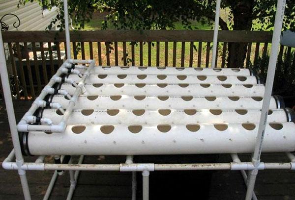 Установка из ПВХ труб для выращивания клубники