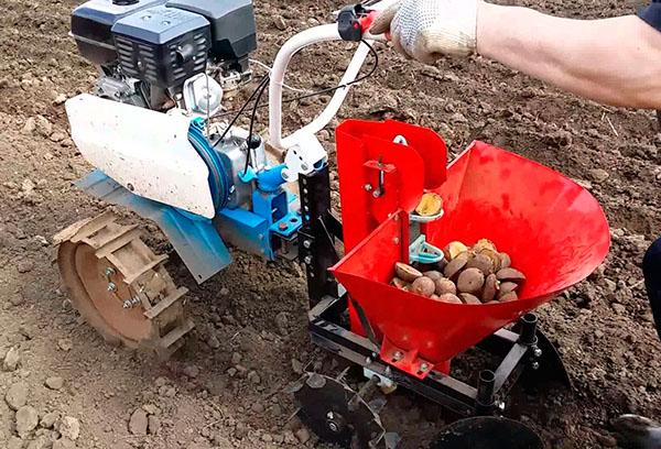 Специальная сажалка для картофеля