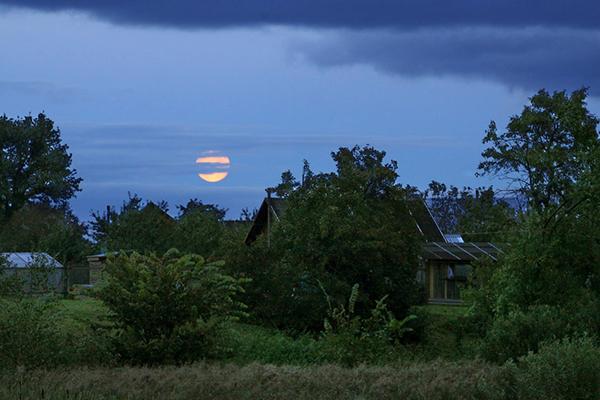 Луна в деревне