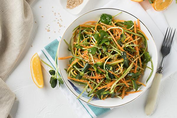 Салат с микрозеленью подсолнечника