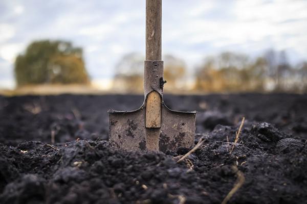 Вскопанная земля