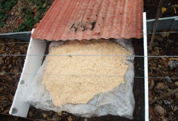 Древесные отходы для укрытия